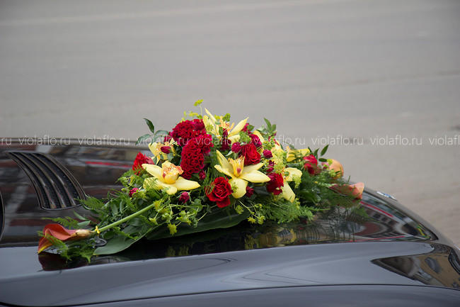 Украшение свадебного автомобиля БМВ