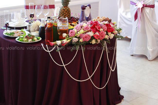 Оформление ресторана «Наместник» цветами в сиреневой гамме
