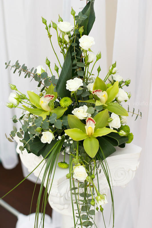 Бирхаус холл — украшение зала цветами