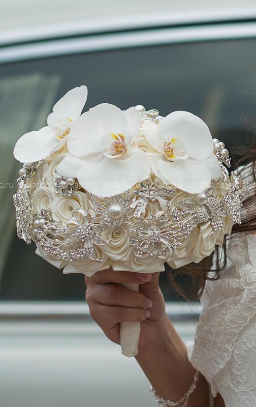 Букет невесты из шелковых роз