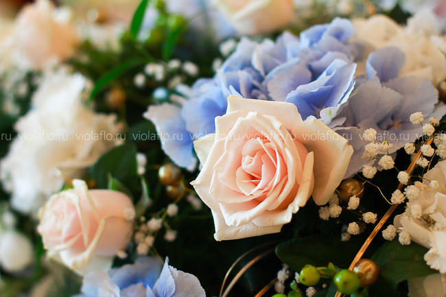 Оформление ресторана «Посейдон» цветами на свадьбу