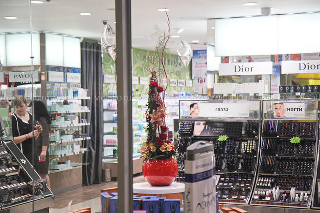 Оформление магазина Летуаль цветами в Тамбове