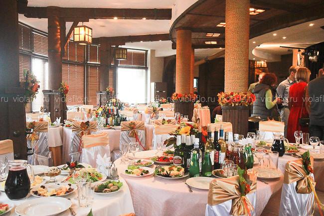 Украшение зала ресторана «Пират» в осеннем стиле