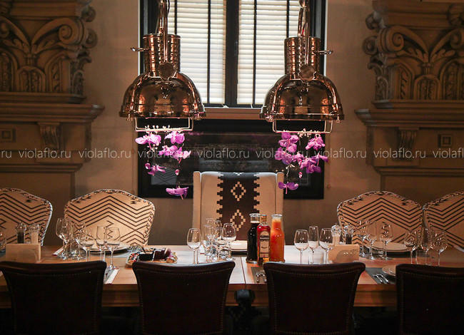 Ресторан «Классик» в Тамбове — оформление зала цветами