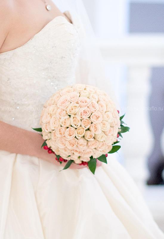 Свадебный букет из кустовой розы