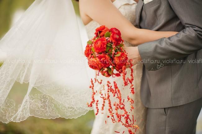 Свадебный букет из ранункулюсов