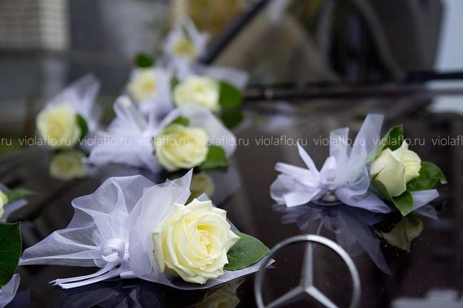 Украшение свадебного Мерседеса цветами
