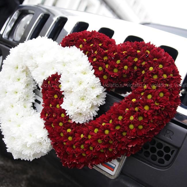 Сердца из цветов на свадебный лимузин Хаммер