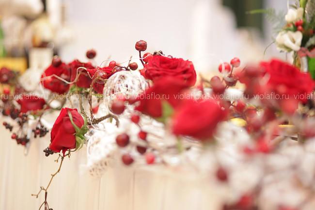 Оформление свадьбы цветами в ресторане «Наместник»