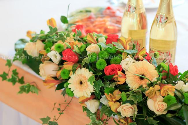 Яркое летнее свадебное оформление цветами